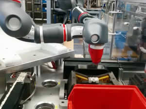 QComp Collaborative Machine Tending Robot photo