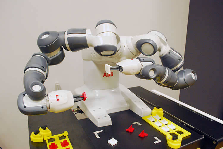 image of QComp ABB YuMi collaborative robot 1